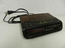Vintage GE 7-4613B Wood Grain Look FM AM Alarm Clock Radio Battery Backup WORKS
