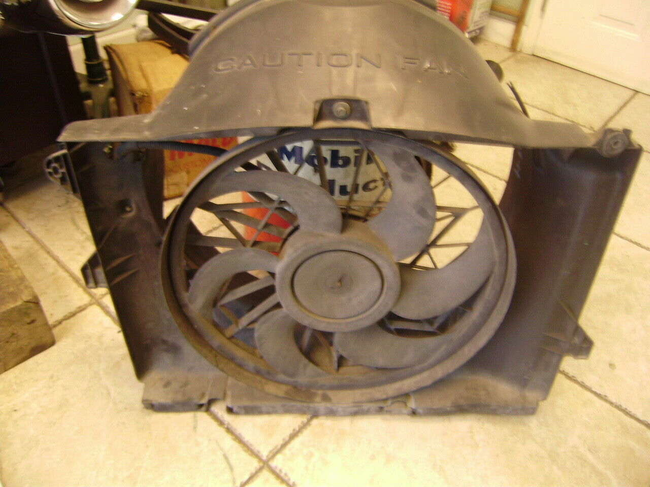 1993 / 1997 Lincoln / Ford / Mercury Parts and Fan Shroud with Electric Fan