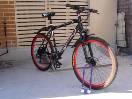 Aluminium Black Mountain bike