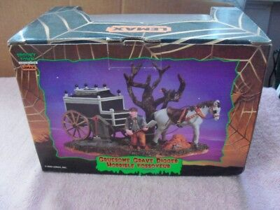2005 LEMAX SPOOKY TOWN *GRUESOME GRAVE DIGGER* HALLOWEEN DECORATION - NEW IN - Gruesome Halloween Decorations