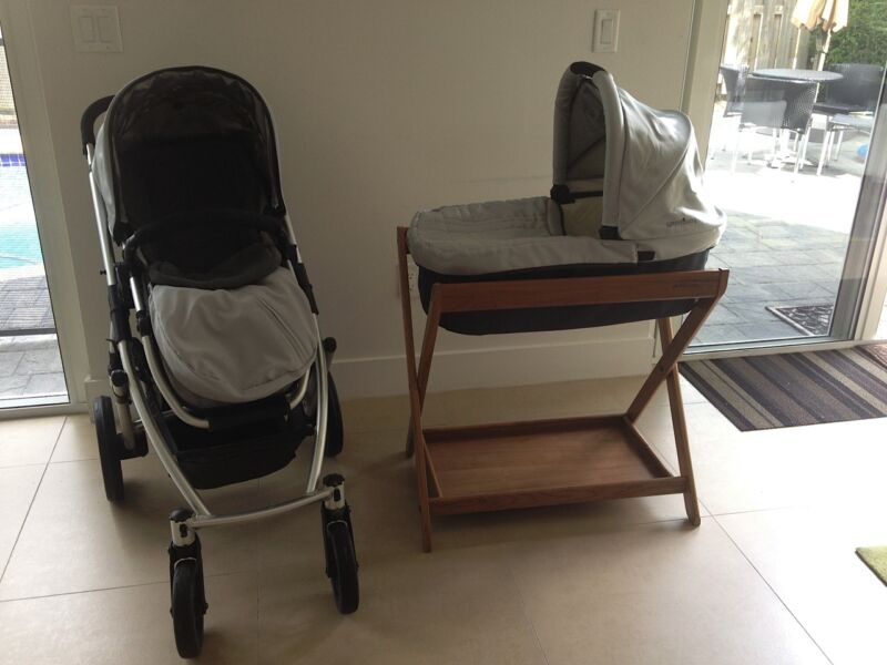 Silver & Black UppaBaby Vista Stroller & Bassinet + Stand. Includes Accessories.