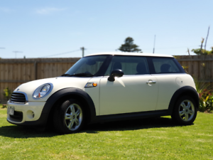 2011 MINI Hatch Hatch - LOW KMS - MUST SELL MOVING OVERSEAS