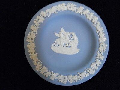 WEDGWOOD JASPERWARE PLATE BLUE with WHITE PEGASUS GREEK DESIGN