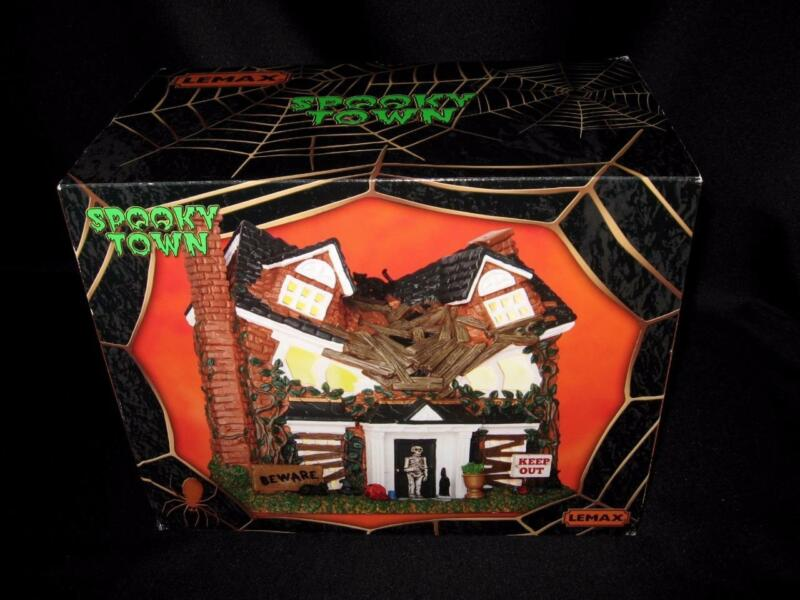 NIB Lemax Spooky Town MONSTER ON MAPLE STREET #65076 ~ Lighted Halloween Display