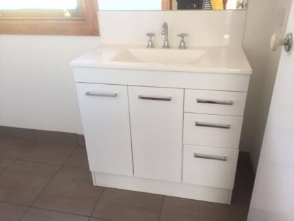 URGENT REMOVAL REQUIRED!!! SELLING ENTIRE KITCHEN, LAUNDRY + MORE