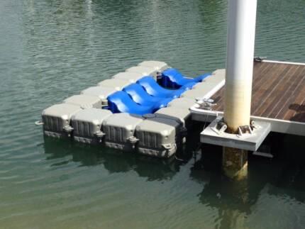 Dry docking pontoon systems