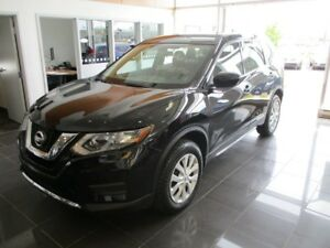 2017 Nissan Rogue S AWD +A/C +BLUETOOTH+COMM. AU VOLANT!! S AWD