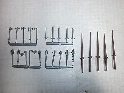 Konvolut Merten 25 Waffen für Ritter Tunierlanzen usw für 4cm Kunststoff Figuren
