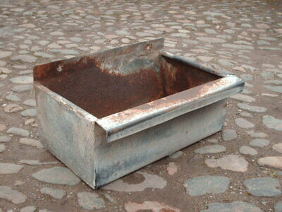 VINTAGE RUSTIC GALVANISED  WALL TROUGH / GARDEN PLANTER