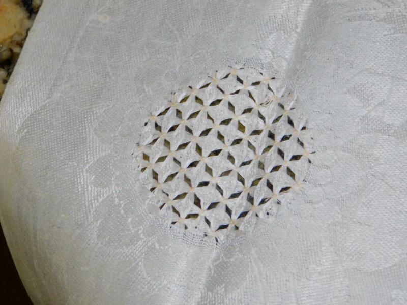 Antique Vtg Ivory Linen DAMASK Sunflower DRAWN THREAD WORK Knotted Fringe RUNNER