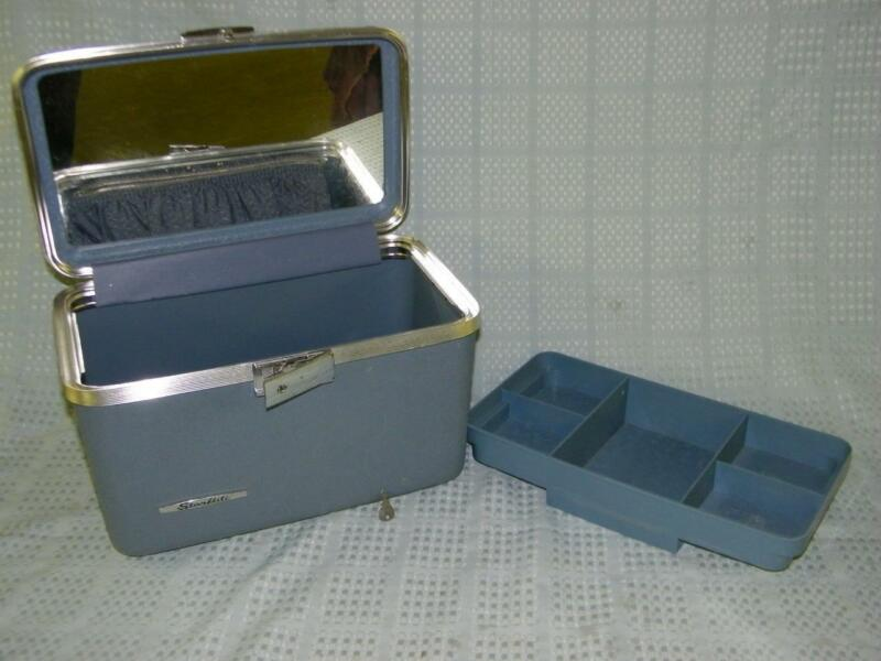 Vintage Starflite Blue Cosmetic Train Case Luggage w/ Tray and Key