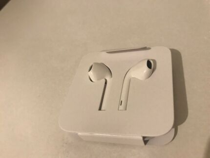 BRAND NEW GENUINE ORIGINAL APPLE IPHONE 6S,IPHONE 7 headphones
