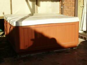 Pampa two person outdoor spa good condition