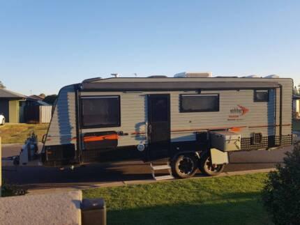 25 ft Custom Built Elite Hume Family Caravan.