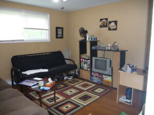 2 Bedroom apartment near MUN, Avalon Mall $900 POU.