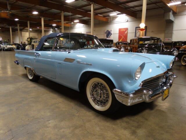 Imagen 1 de Ford Thunderbird blue