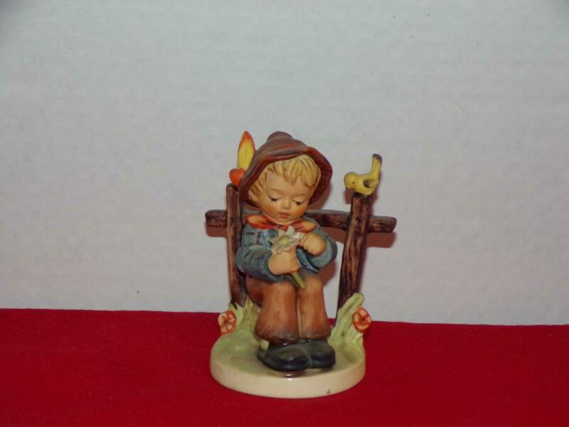 GOEBEL HUMMEL FIGURINE SHE LOVES ME, SHE LOVES ME NOT! #174 TMK 6 MINT CONDITION