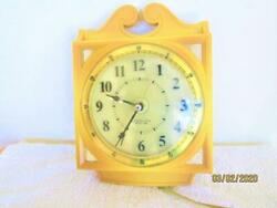 VINTAGE WESTCLOX LIGHTED DIAL YELLOW/GOLD PLASTIC WALL HANGING KITCHEN CLOCK USA