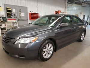 2009 Toyota Camry LE + TOIT + MAGS + SIEGES ELECTRIQUE ,