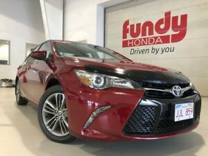 2015 Toyota Camry SE w/alloys and rear view camera ONE OWNER