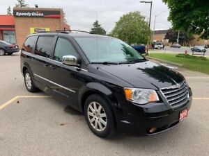 2010 Chrysler Town & Country Touring/DVD/Backup Camera/No Accide