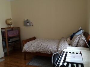 SPACIOUS 16m2 CONVENIENT ROOM @ MAROUBRA JUNCTION HOUSESHARE