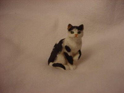 BLACK WHITE kitty kitten TiNY CAT resin Figurine HAND PAINTED MINIATURE MINI B&W