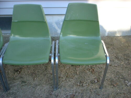 KRUEGER METAL PRODUCTS AVOCADO GREEN SHELL FIBERGLASS Stackable CHAIR ---used