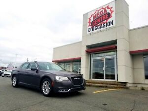 2017 Chrysler 300 Touring / V6 / TOIT PANORAMIQUE / GPS