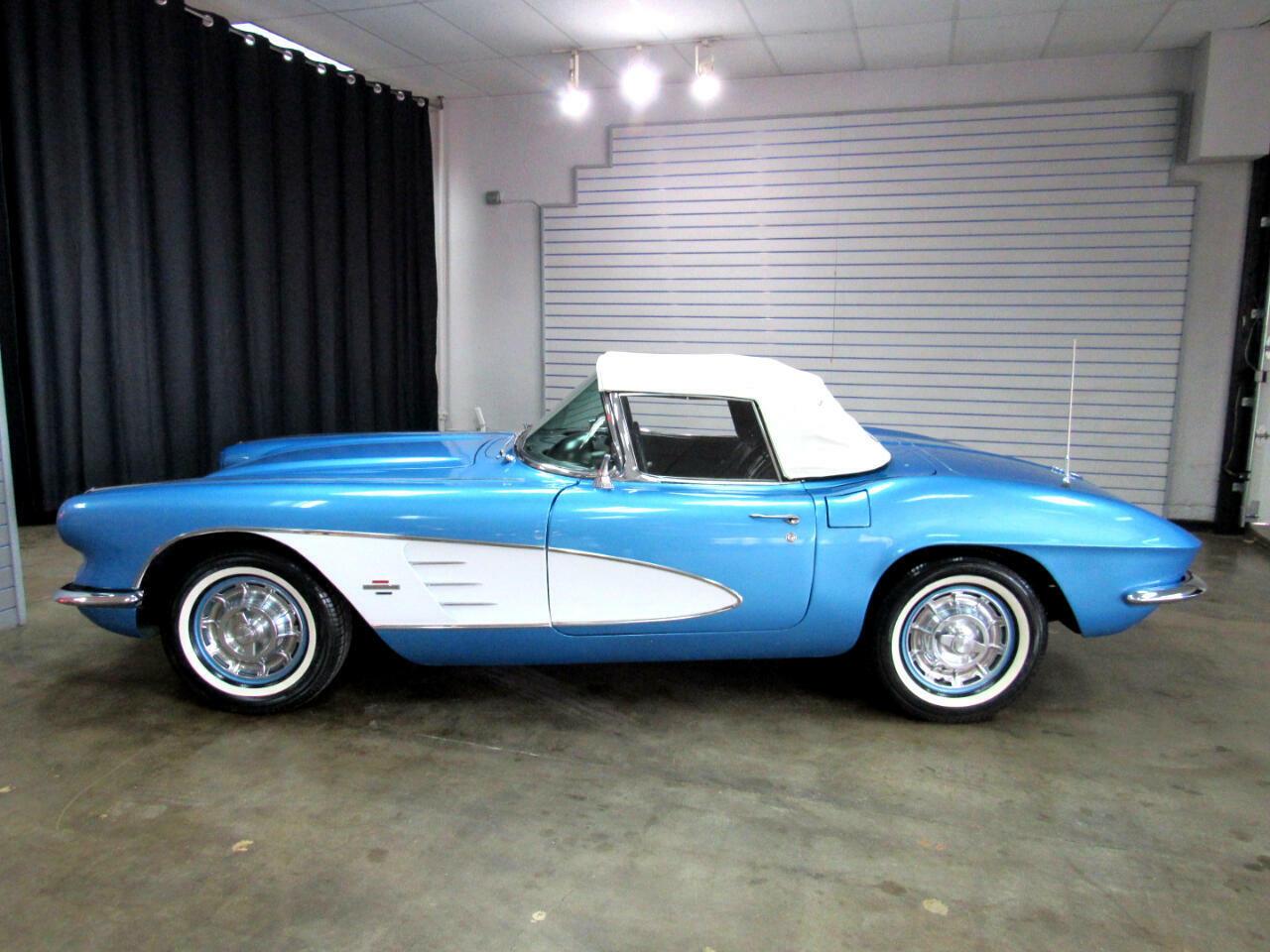 1961 Blue Chevrolet Corvette   | C1 Corvette Photo 3