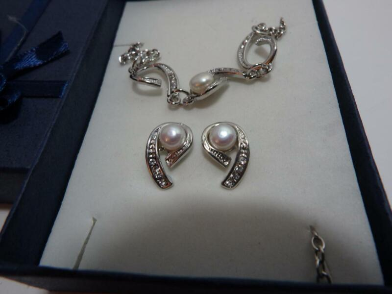 New in box Faux Pearl 3 piece set Necklace Earring Bracelet Rhinestone