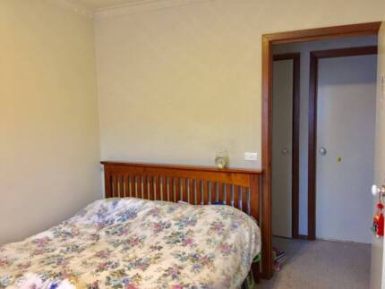 Rooms for rent in Doncaster townhouse 170 per week per room