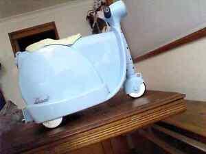 Scoot luggage bag ride on Singleton Singleton Area Preview