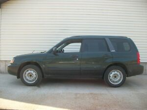 2004 Subaru Forester 2.5X ALL WHEEL DRIVE...LOW KMS