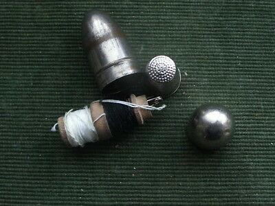 alter Fingerhut im Behälter, vintage thimble