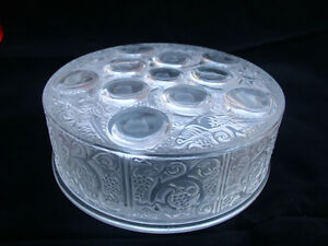 Lovely-Signed-Lalique-Powder-bowl-lid-and-base