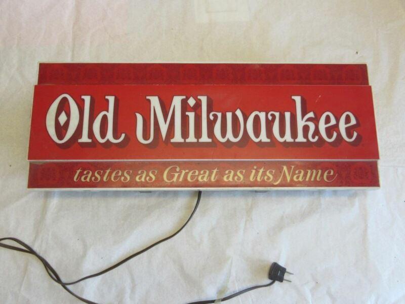 Vintage Old Milwaukee Wall Hanging Bar Tavern Light Up Sign - Working