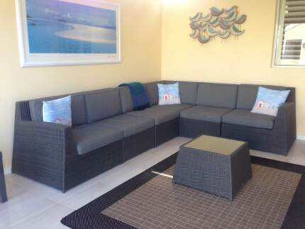 MODULAR INDOOR/OUTDOOR 6 SEATER LOUNGE WITH COFFEE TABLE Sorrento Joondalup Area Preview