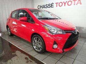 2015 Toyota Yaris Hatchback SE LOW MILLEAGE!