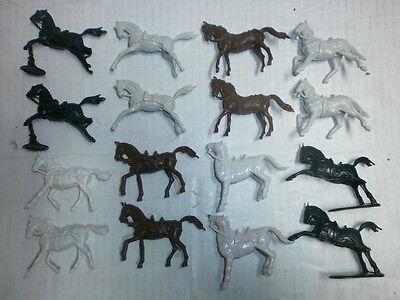 Konvolut 16 Merten Kunststoff Figuren Rohlinge Ritterpferde zu 4cm