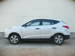 2012 Hyundai Tucson MANUAL SHIFT SUV IN GREAT SHAPE