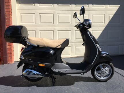 2010 Vespa LX50 in as new condition