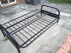 Convertible metal bed/ sofa in very good condition
