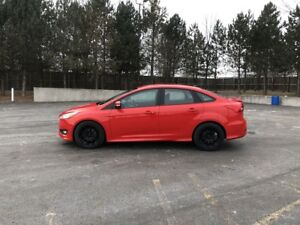 2016 Ford FOCUS SE FWD
