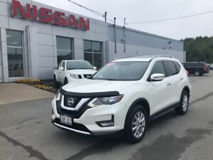 2017 Nissan Rogue SV Panaromic Roof, All Wheel Drive, Heated Sea