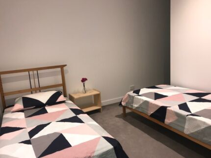 SINGLE BED AVAILABLE IN MASTER ROOM-LUXURY LIVING-BEST LOCATION
