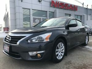 2013 Nissan Altima 2.5 S    $100 BI WEEKLY A sleek sedan at a lo