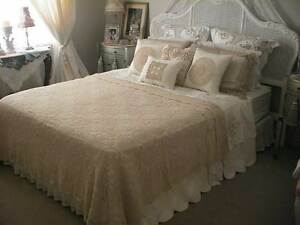 STUNNING  ECRU BEIGE INTRICATE CROCHET LACE BEDSPREAD TABLECLOTH Austral Liverpool Area Preview
