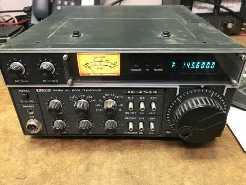 Icom IC-251A 144 Mhz all Mode VHF Transceiver + IC-HM7 Dynamic Microphone Ham