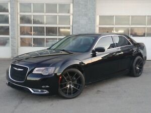 2015 Chrysler 300 LIMITED ** Cuir ** Toit-Pano ** Mags 20 p **